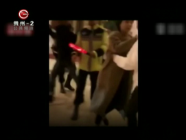 中国澳门:禁烟区吸烟 警察鸣枪制止