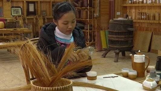 追梦这一年 全国人大代表杨昌芹:编着竹子来致富